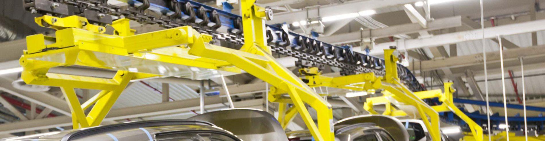 transportador de cadena aérea monorraíl de viga en I en una planta automotriz